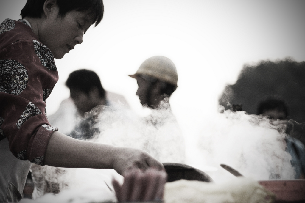 Feeding the workers 01
