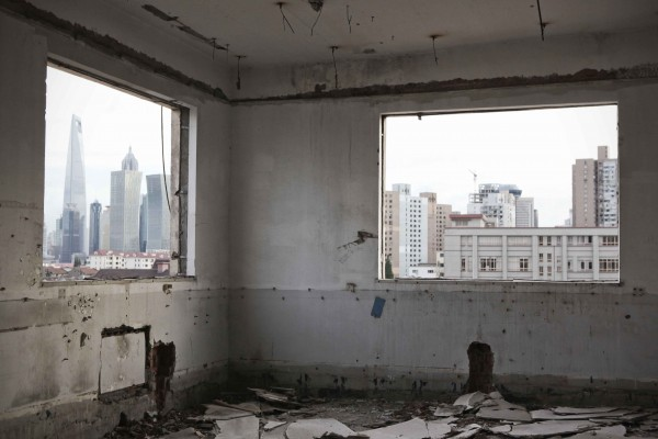 Empty factories in Hongkou 01