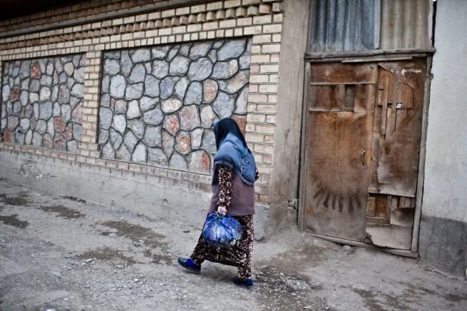 Kyrgyzstan Osh Bazaar Bue Lady