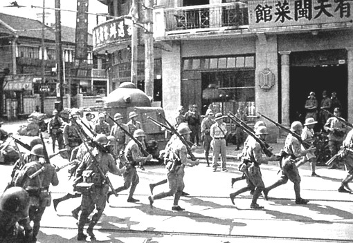 Japanese_marines_during_the_Battle_of_Shanghai,_1937