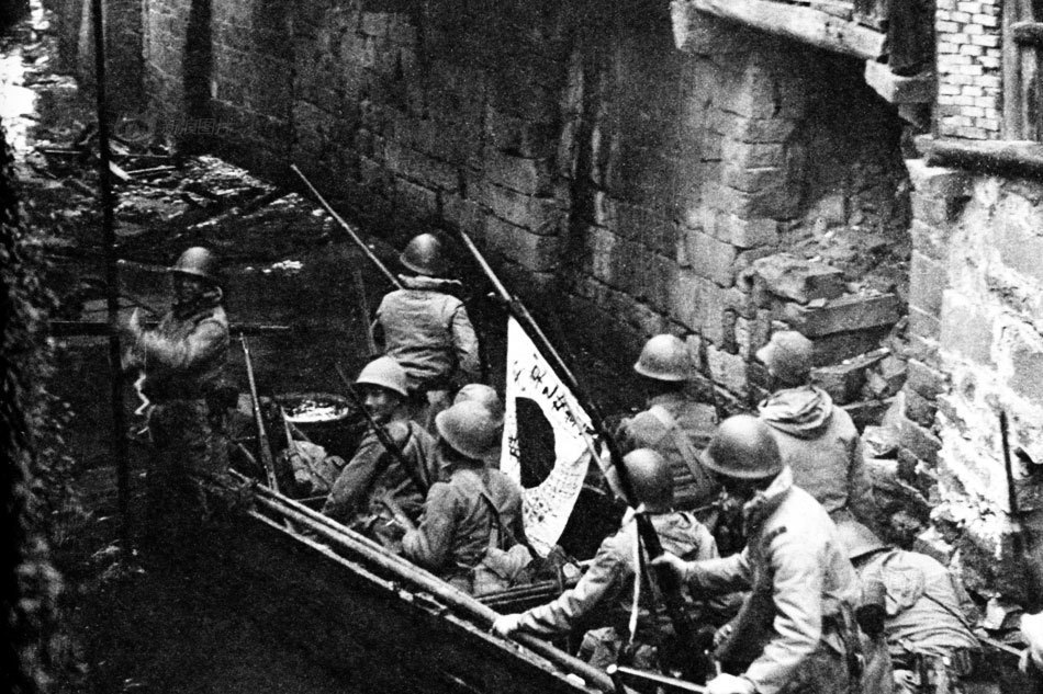 Shanghai IJA soldiers enter by canals